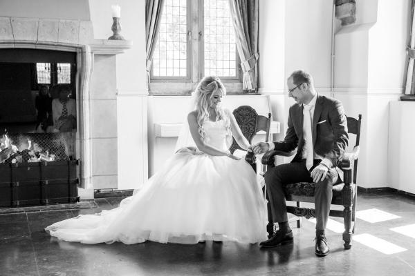 trouwlocatie Grote Hegge Thorn trouwfotograaf bruiloft moodz fotografie bruidspaar trouwen Weert Limburg bruidsfotografie brabant Eindhoven fotograaf