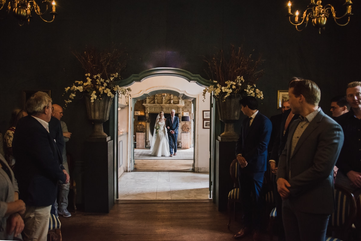 Kasteel Wijenburg in Echteld bruidsfotograaf trouwfotograaf moodz fotografie bruiloft trouwlocatie weert limurg utrecht arnhem kasteel ceremonie bruidsjurk trouwjurk bruiloft wedding trouwen trouwlocaties fotograaf fotoshoot