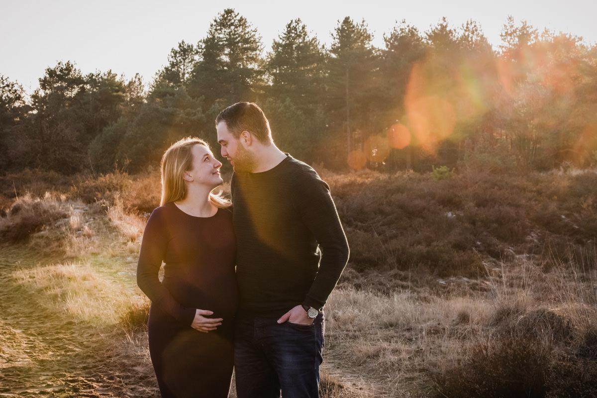 zwangerschapsshoot-weert-moodz-fotografie-nederweert-zwanger-roermond-eindhoven-fotostudio-fotograaf-bollebuik-32 weken -34 weken pregnant roermond asten someren herten valkeswaard deurne