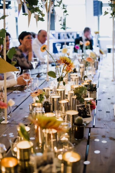 trouwfotograaf huwelijk bruiloft fotograaf wedding ceremonie spontaan mooie momenten niet geposeerd fotoshoot love shoot c kwartier fotograaf styling decoratie messcherp catering bruiloft bruidsfotografie bruidsfotograaf restaurant amusant weert oude gemeentehuis weert moodz fotografie