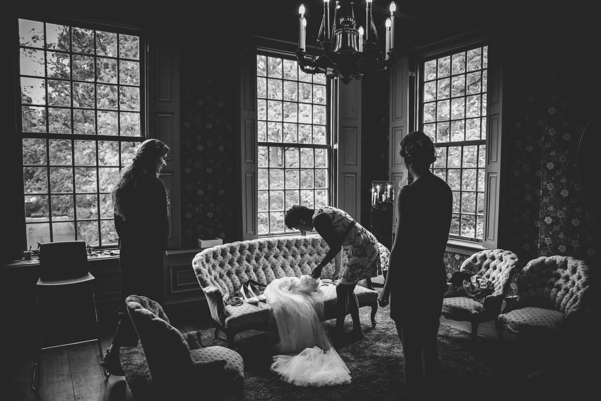 trouwlocatie sparrendaal driebergen utrecht amsterdam fotograaf trouwfotograaf bruidsfotograaf foto fotografie bruiloft wedding fotograaf moodz fotografie MOODZ fotografie bruidspaar trouwjurk bruidstaart ceremonie binnenlocatie