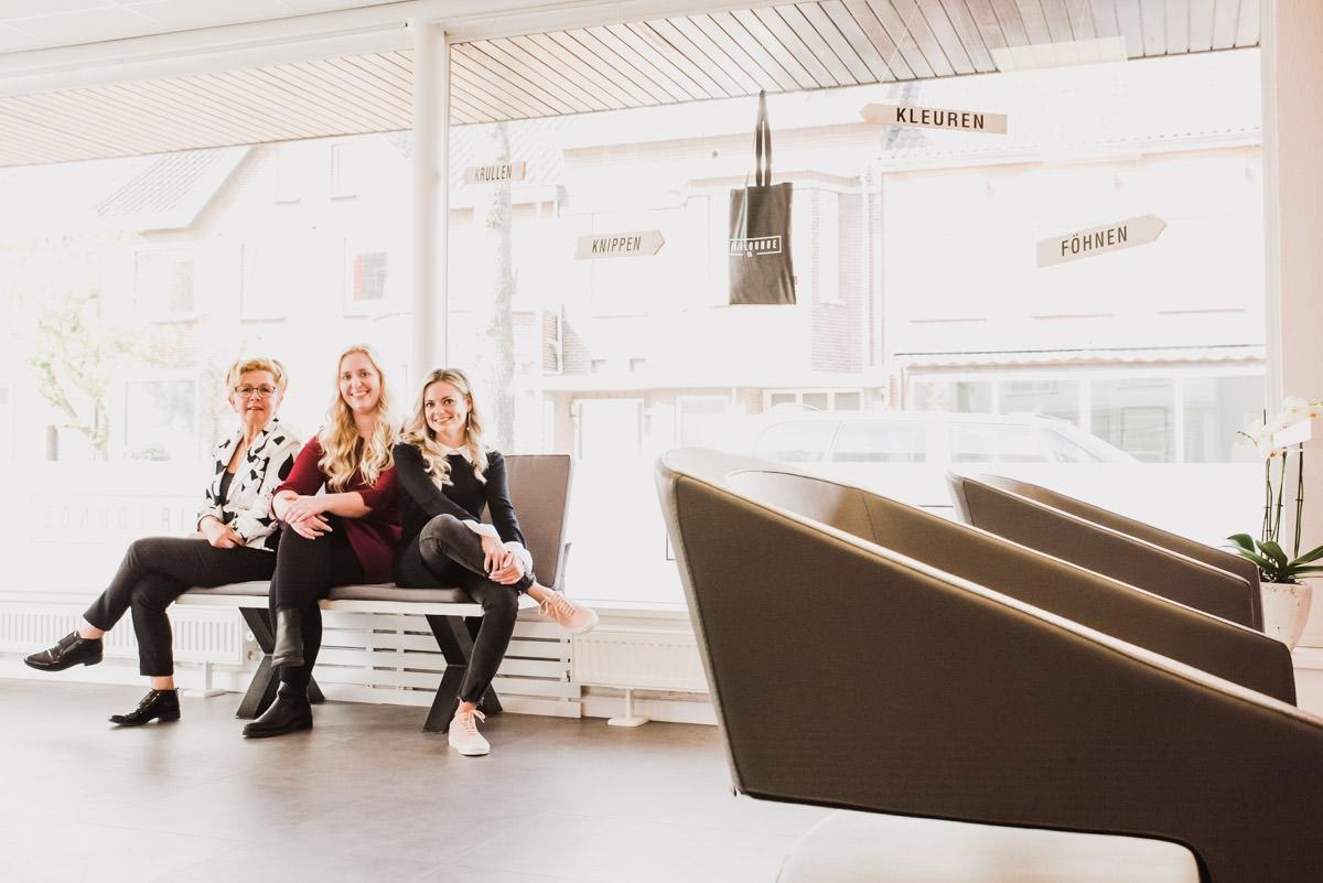 zakelijke foto's bedrijfsreportage weert moodz fotografie kapster team hair lounge 63 HAIRLOUNGE63 weert roermond kapsalon professionele foto's portret sfeer beelden fotografie fotograaf