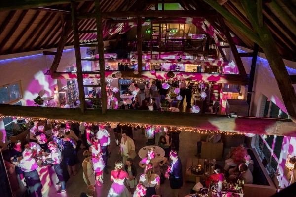 Trouwfotograaf Roermond, bruiloft stadhuis Roermond en Kasteel Aerwinkel Posterholt bruidsfotografie trouwen MOODz fotografie weert limburg brabant