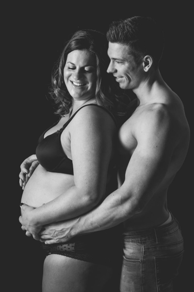zwangerschapsshoot-fotoshoot-zwanger-bolle-buik-fotostudio-moodz-fotografie-weert-thorn-limburg-002